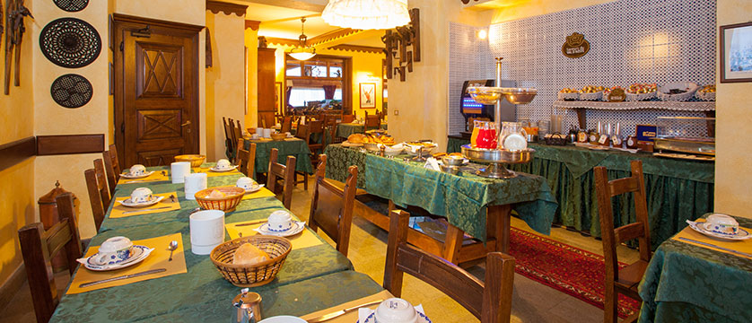 Italy_Cervinia_Hotel_juneaux_dining.jpg